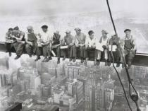 Charles Ebbets - Lunchtime Atop a Skyscraper, 1932