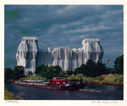 Die Nordfassade (1995) of artist Christo und Jeanne-Claude as framed image