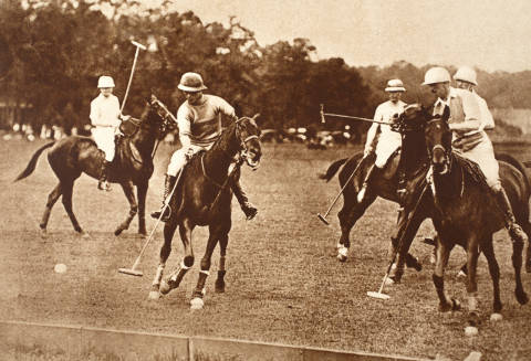 Kunstdruck, individuelle Kunstkarte: English Photographer, King Edward Playing Polo at Long Island, New York, 1930s