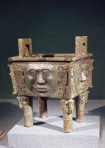 Chinesische Malerei - Rectangular 'ting' vessel with human faces, from Ning-hsiang, Hunan Province, 14th-12th century BC
