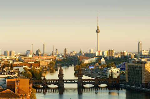 norbert michalke f1 online berlin skyline blick auf die spree mit oberbaumbr cke fernsehturm. Black Bedroom Furniture Sets. Home Design Ideas