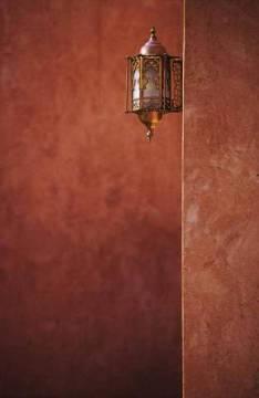 harald l der f1 online haus detail wand mauer verputzt beleuchtung lampe laterne rot braun. Black Bedroom Furniture Sets. Home Design Ideas