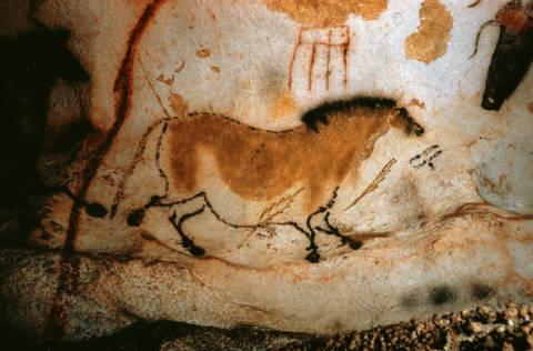 AKG Anonymous: Cave Painting in Lascaux / c.15000 BC. Art