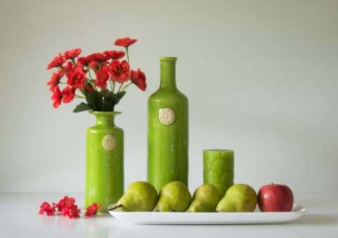 Red and Green with Apple and Pears von Künstler Jacqueline Hammer als gerahmtes Bild