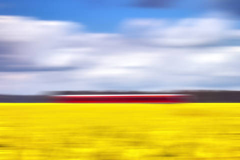 Foto-Kunstdruck: O.Buchmann, Canola & the red train