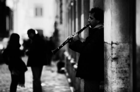 Photo Print: Julien Oncete, Rome street song