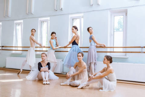 Foto-Kunstdruck: Volodymyr Melnyk, The seven ballerinas at ballet bar