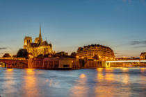 Jens Ickler - The ile de la cite with the notre dame cathedral after sunset