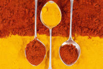 Jolanta Wójcicka - Composition of turmeric and chili pepper powder with silver spoons